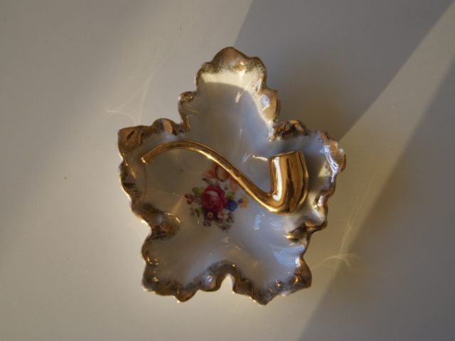 Martinroda ashtray with flowers and pipe