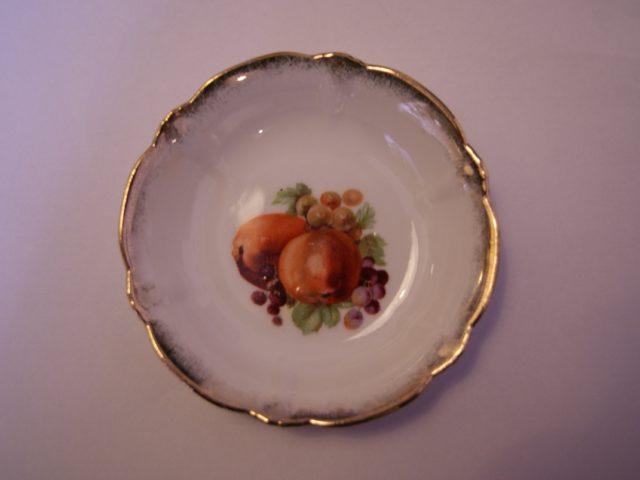 Parowa (Tiefenfurt) bowl with apples, grapes and blackberries