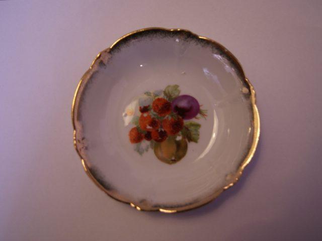 Parowa (Tiefenfurt) bowl with pear, strawberries and plum