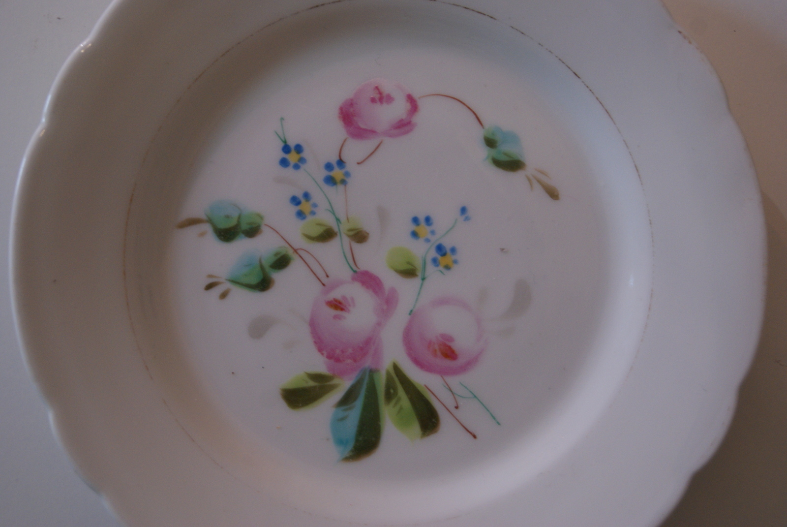 Fraureuth plate with bouquet, roses with blue flowers and leaves