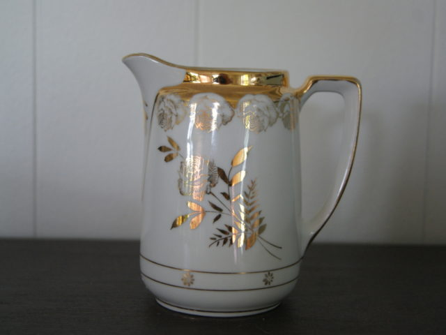 Jaworzyna Slaska (Konigszelt) milk jug with golden decor and golden roses