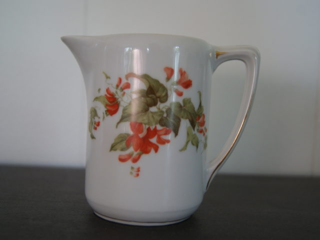Porsgrund Olaf milk jug with red flowers and leaves