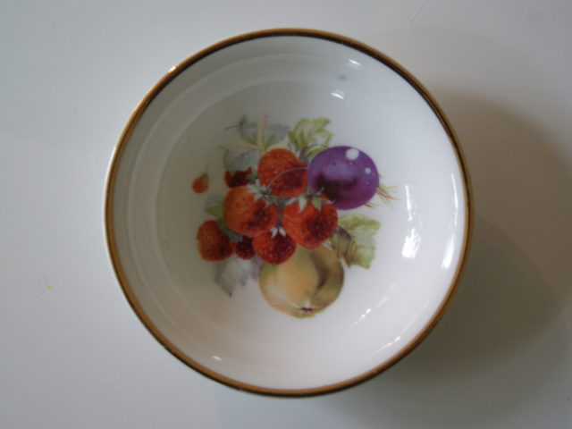 Porsgrund dessert bowl with fruits – plums, pears and strawberries
