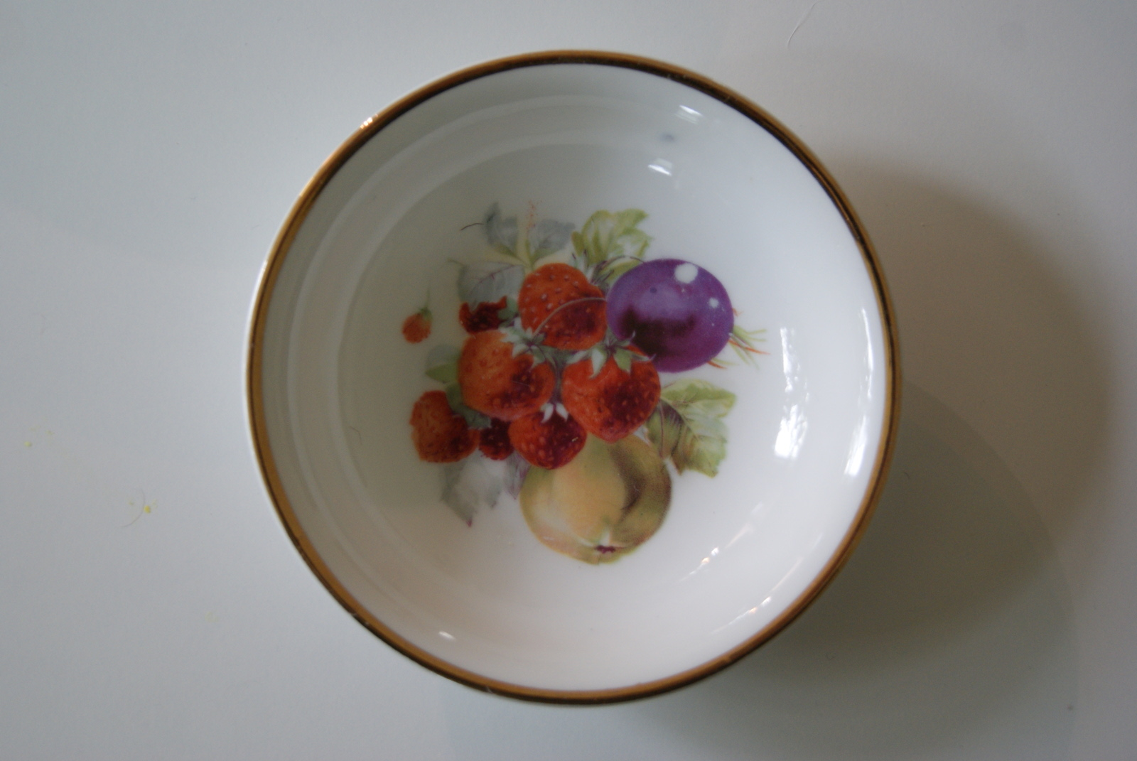 Porsgrund dessert bowl with fruits - plums, pears and strawberries