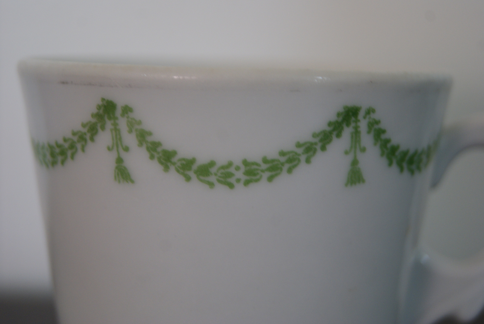 Porsgrund coffee cup with green garlands