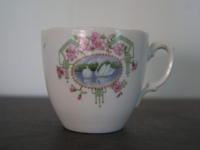 Porsgrund coffee cup with green garlands red flowers and swans
