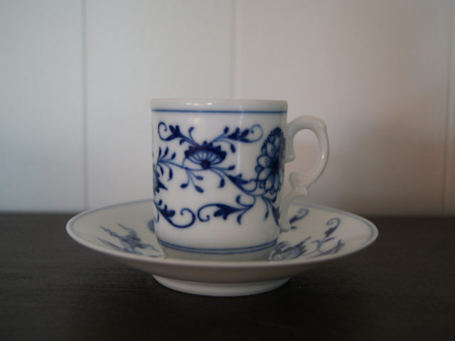 Porsgrund cup with saucer blue onion (løkmønsteret)