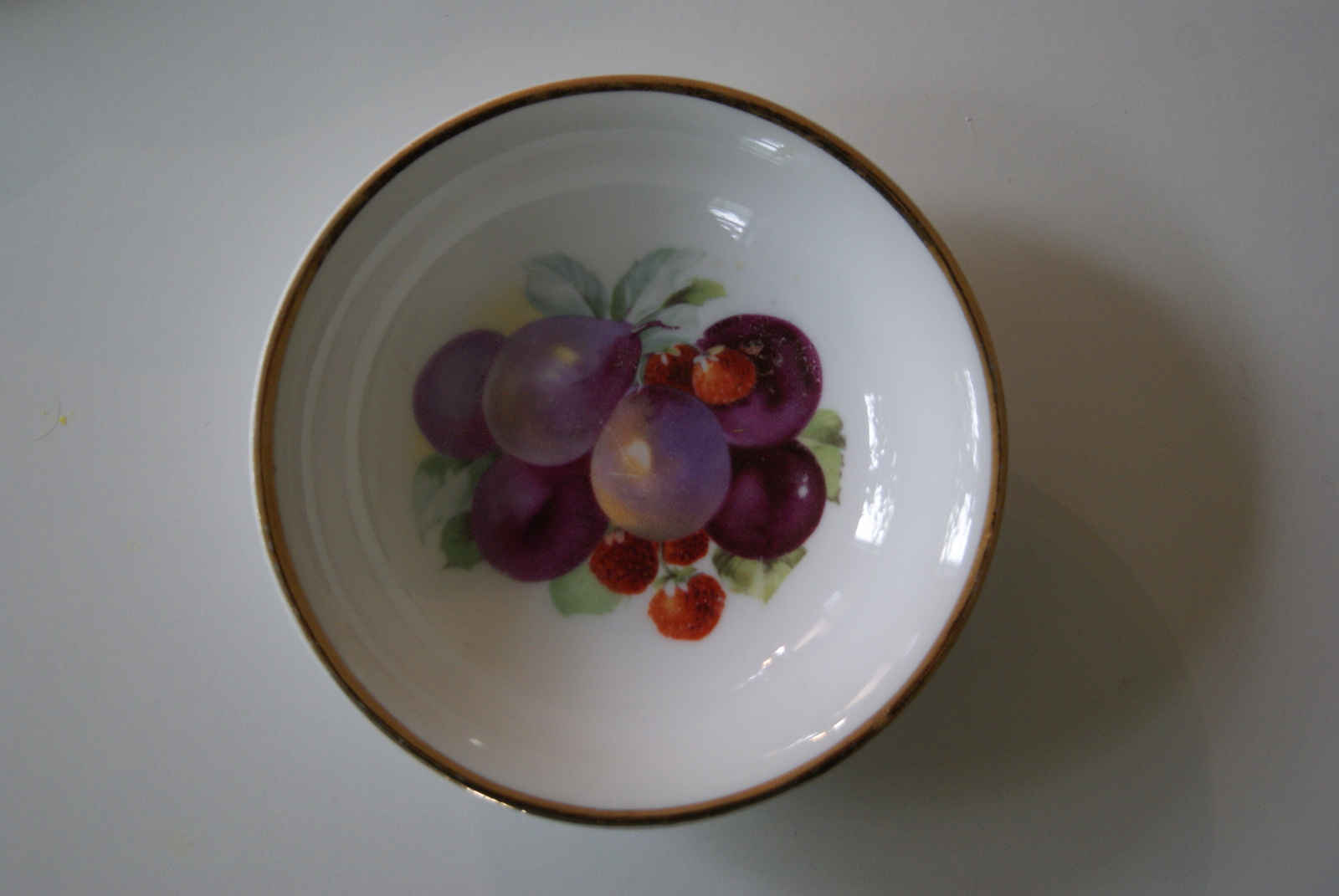 Porsgrund dessert bowl with fruits - plums and strawberries