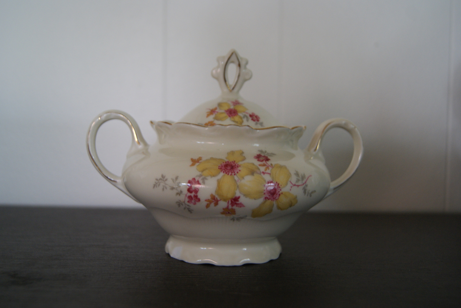 Sorau Sugar bowl with yellow and red flowers