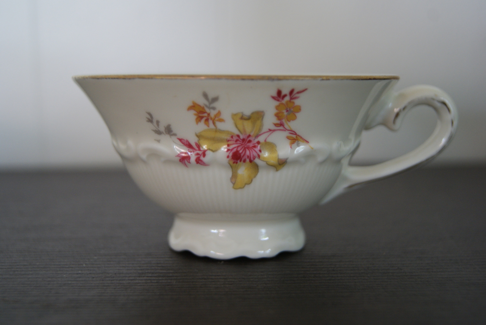 Sorau tea cup with saucer and plate with yellow and red flowers