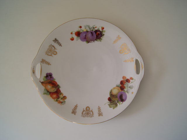 Tiefenfurt dish with fruits and golden decor