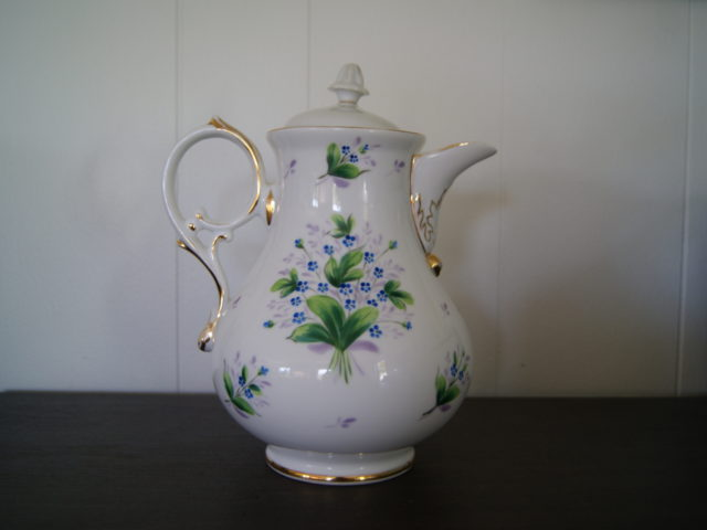 Waldenburg – Altwasser Biedermeier pot with blue flowers and leaves
