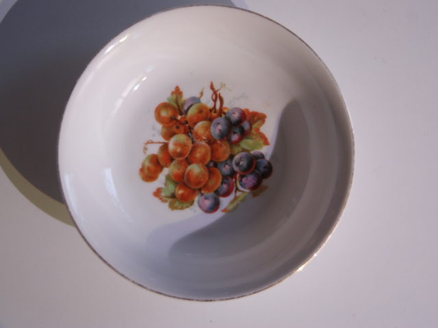 Waldenburg – Altwasser bowl with grapes 1930 14,5 cm