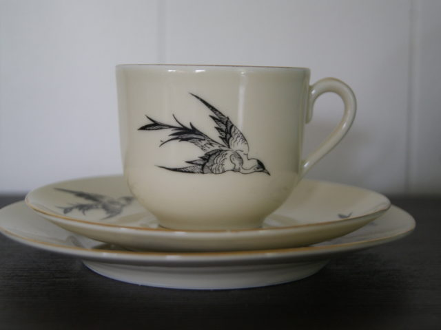 Waldenburg – Altwasser cup with saucer and plate with heron
