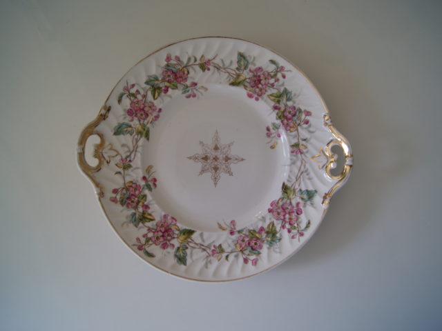 Waldenburg – Altwasser dish with flowers and leaves