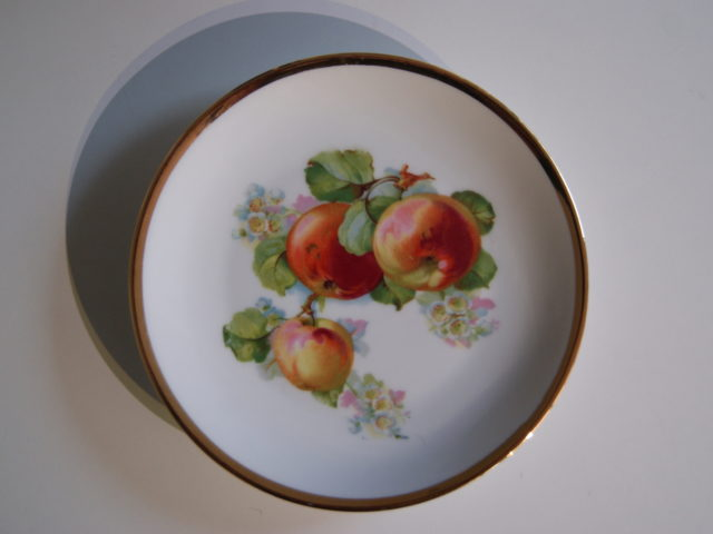 Waldenburg – Altwasser plate with apples 1927 and 1928