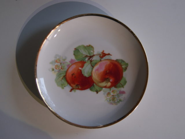 Waldenburg – Altwasser plate with apples 1929
