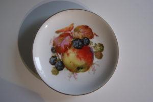 Waldenburg - Altwasser plate with apples and blackberries