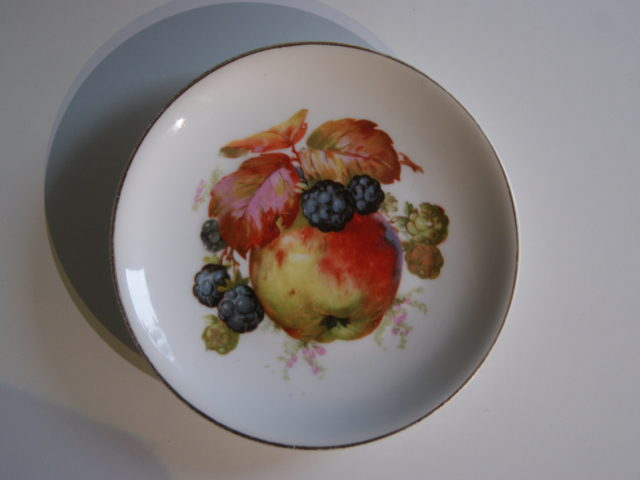 Waldenburg – Altwasser plate with apples and blackberries