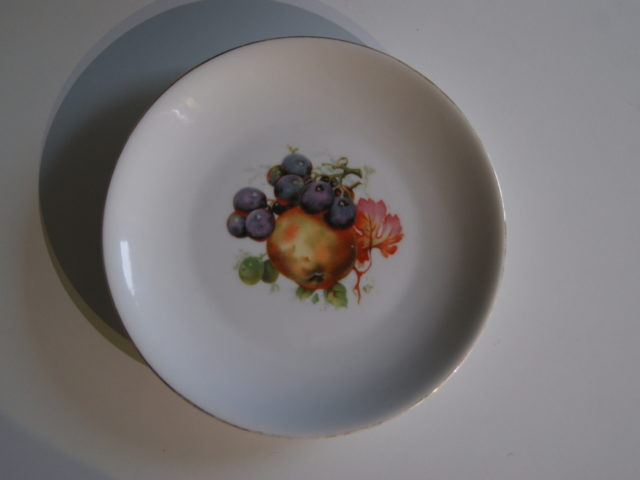 Waldenburg – Altwasser plate with apples and grapes