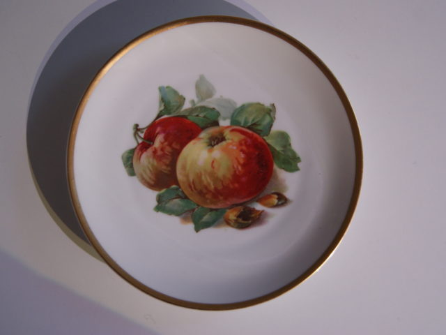 Waldenburg – Altwasser plate with apples and hazelnuts 1929 – 1930