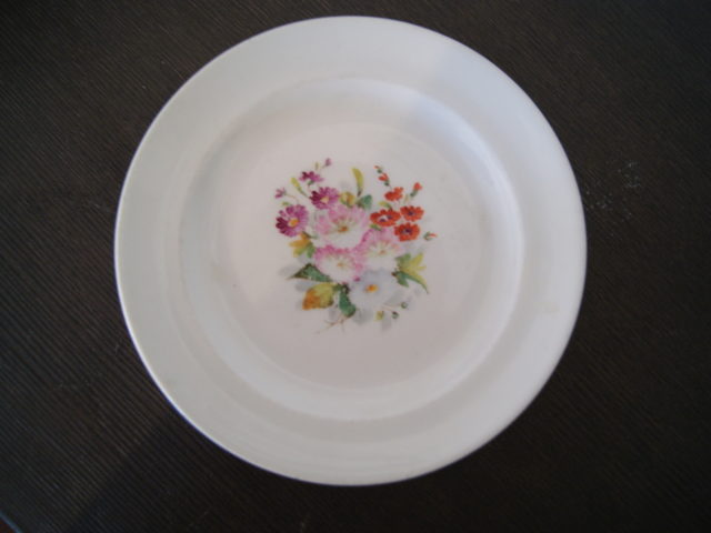 Waldenburg – Altwasser plate with bouquet. Red, white, purple, pink flowers and leaves