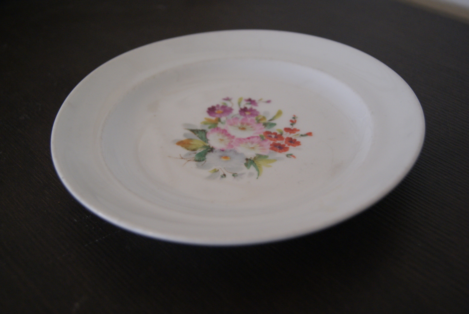 Waldenburg - Altwasser plate with bouquet. Red, white, purple, pink flowers and leaves