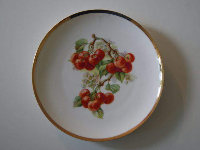 Waldenburg – Altwasser plate with cherries 1930