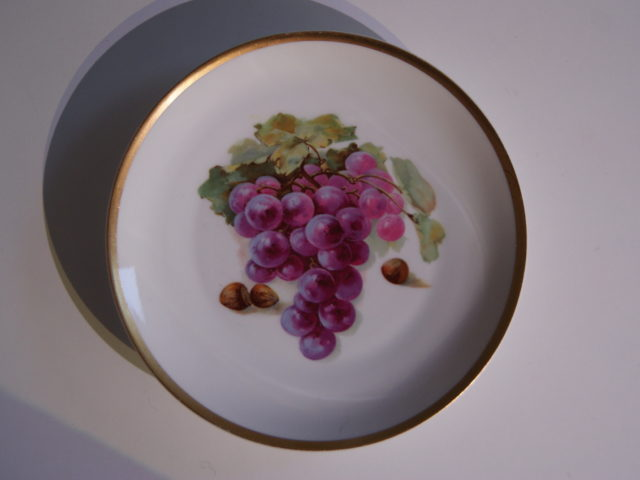 Waldenburg – Altwasser plate with grapes and hazelnuts 1929 – 1930