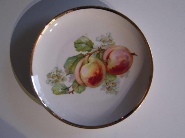 Waldenburg – Altwasser plate with peaches 1929
