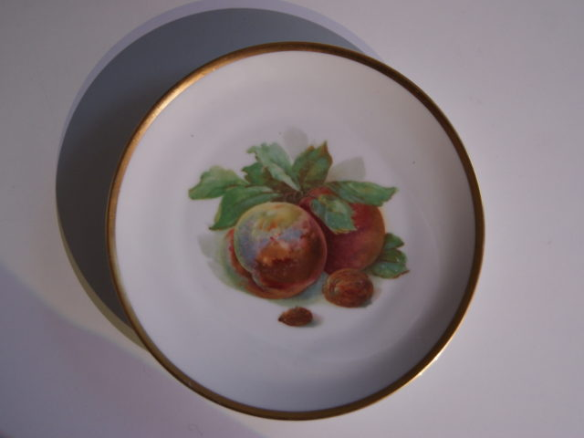 Waldenburg – Altwasser plate with peaches, walnut and almond 1929, 1930