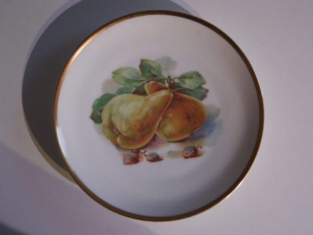 Waldenburg – Altwasser plate with pears and raisins 1929 – 1930