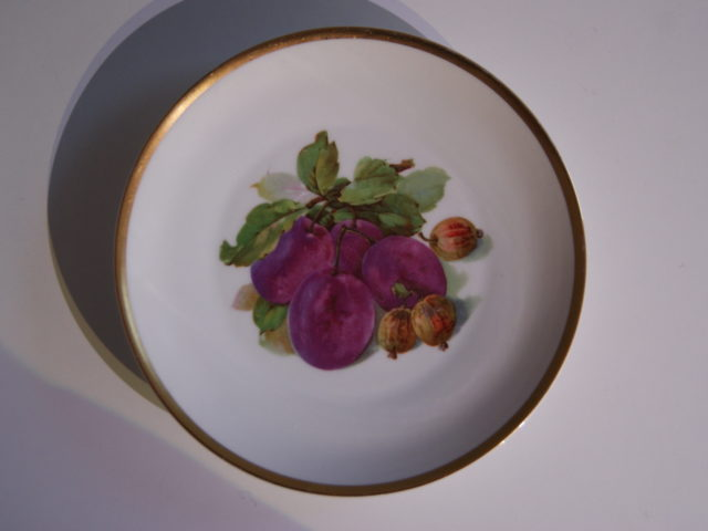 Waldenburg – Altwasser plate with plums and gooseberry 1929 – 1930