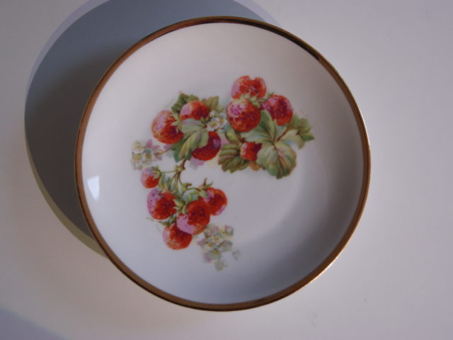 Waldenburg – Altwasser plate with strawberries 1927 and 1928