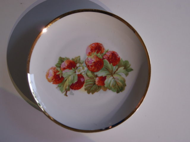 Waldenburg – Altwasser plate with strawberries 1929