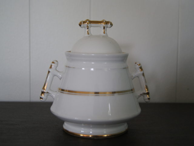 Waldenburg – Altwasser sugar bowl with handles like a stick and golden decor