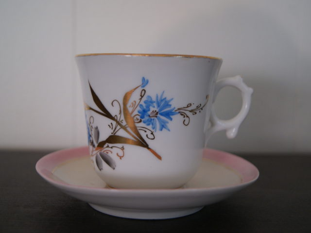 Waldenburg – Altwasser tea cup with saucer decorated with blue flowers, golden leaves and pink rim
