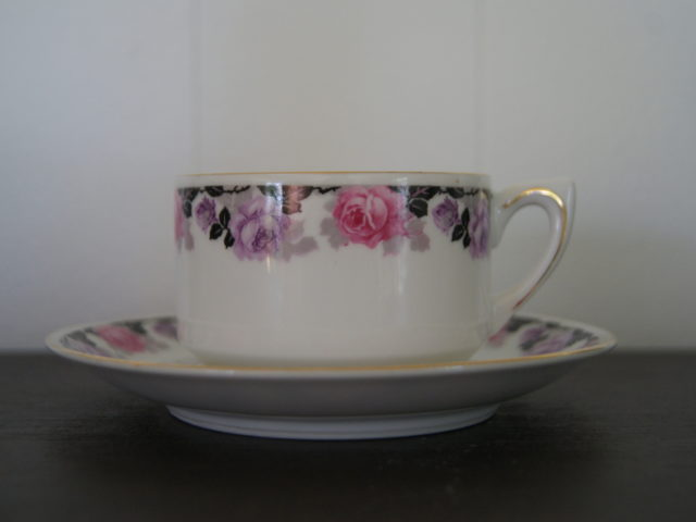 Waldenburg – Altwasser tea cup with saucer. Black leaves with roses
