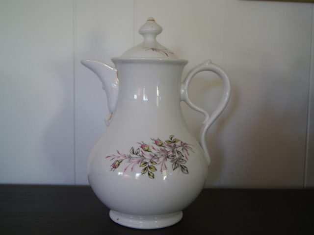 Waldenburg biedermeier pot with roses and leaves