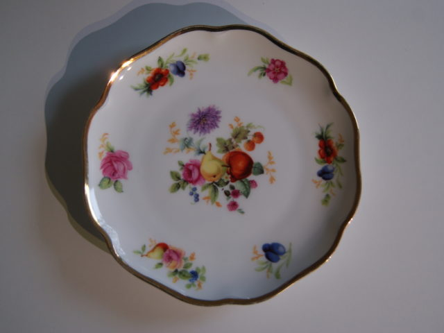 Waldenburg plate with fruits and flowers