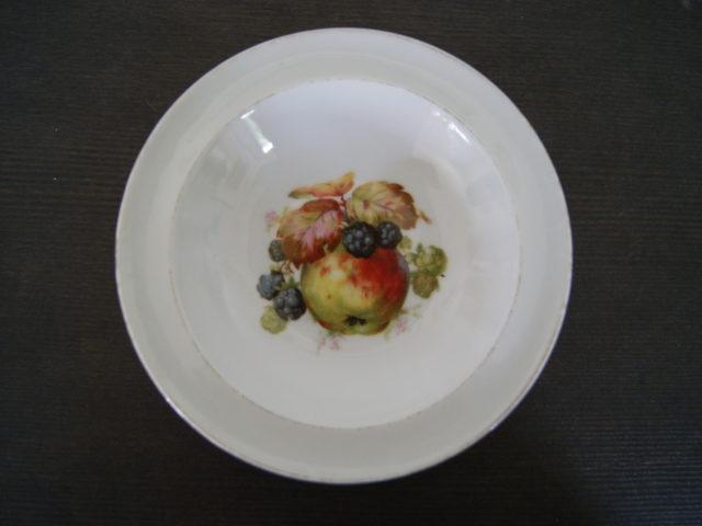 Waldenburg – Altwasser bowl with apples and blackberries