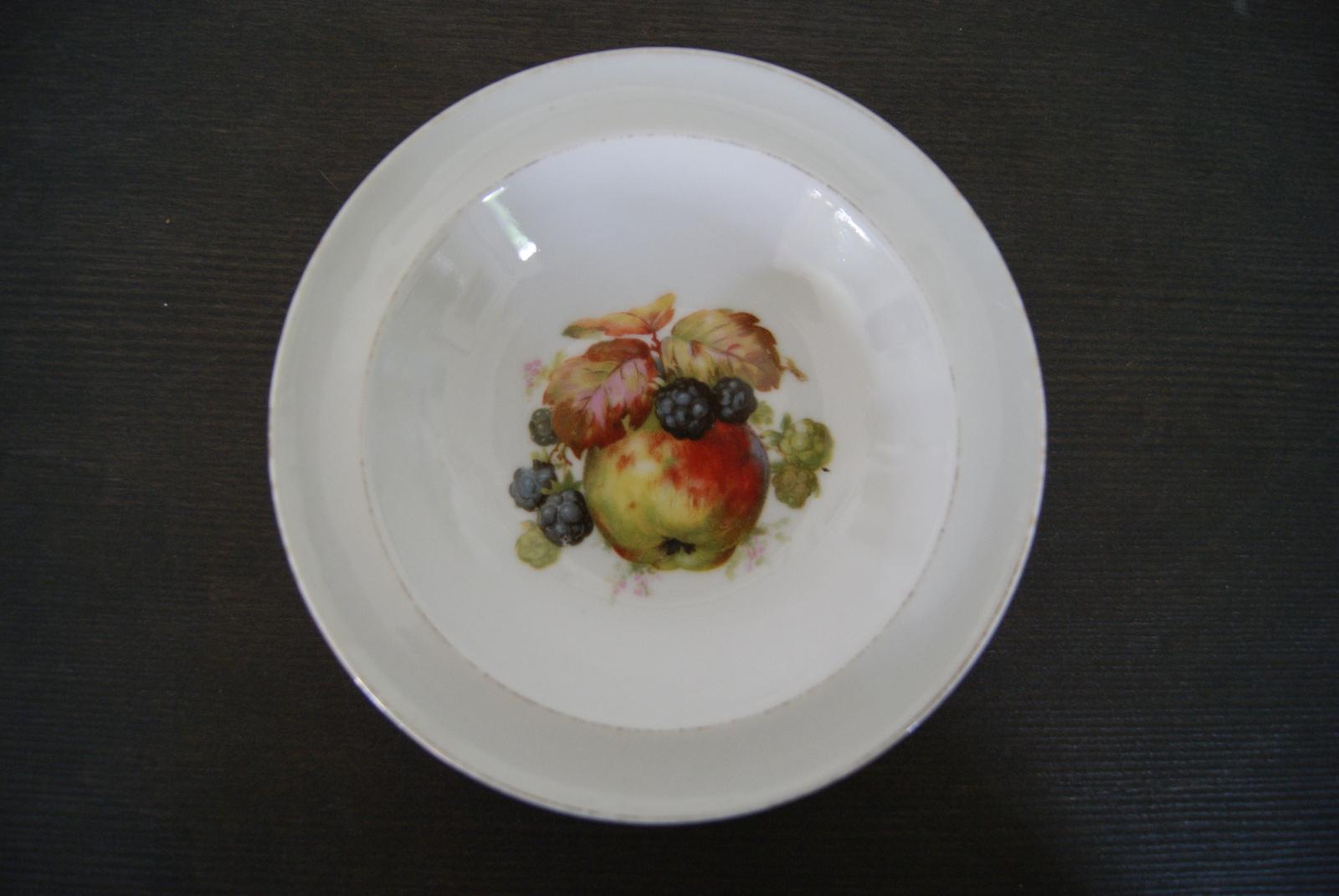 Waldenburg - Altwasser bowl with apples and blackberries