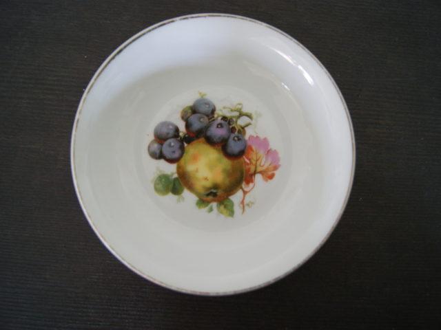 Waldenburg – Altwasser bowl with apples and grapes 1928