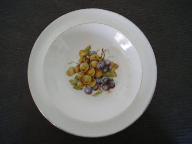 Waldenburg – Altwasser bowl with grapes 1928