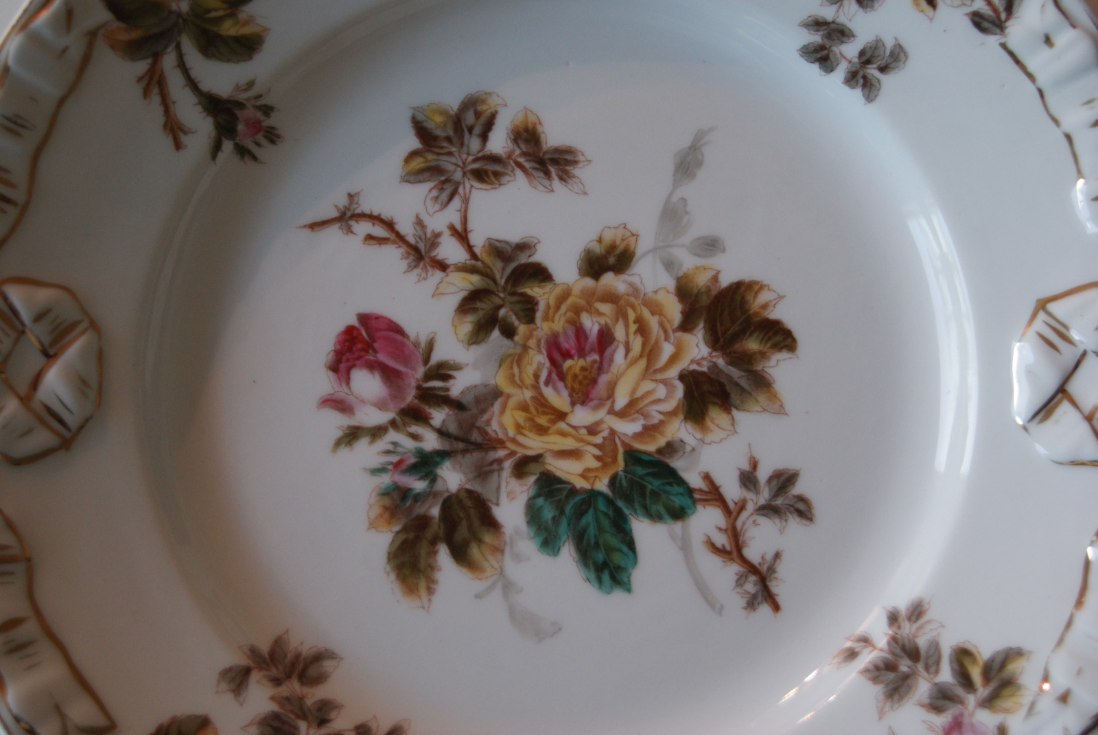 Waldenburg - Altwasser dish with bouquet yellow red flowers roses leaves and relief
