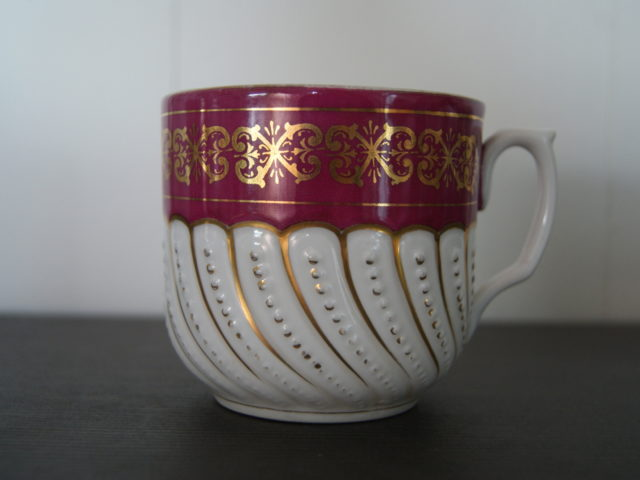 Waldenburg – Altwasser mustache cup with red band golden decor and relief