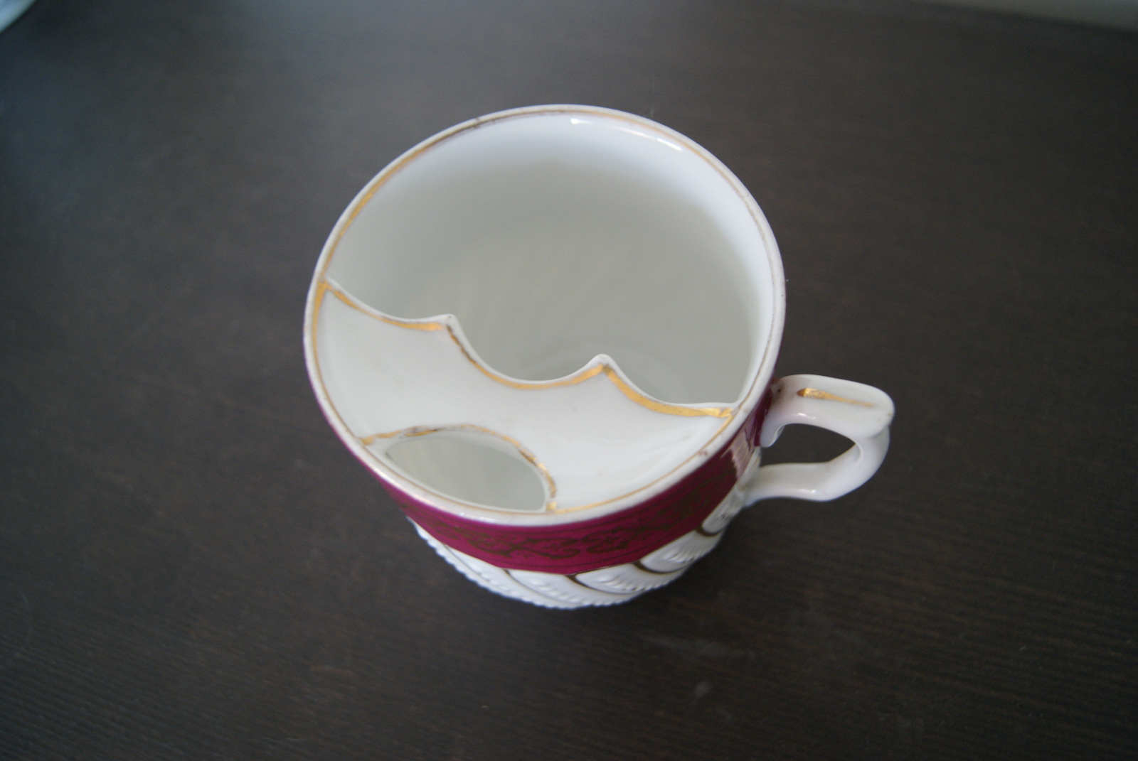 Waldenburg - Altwasser mustache cup with red band golden decor and relief