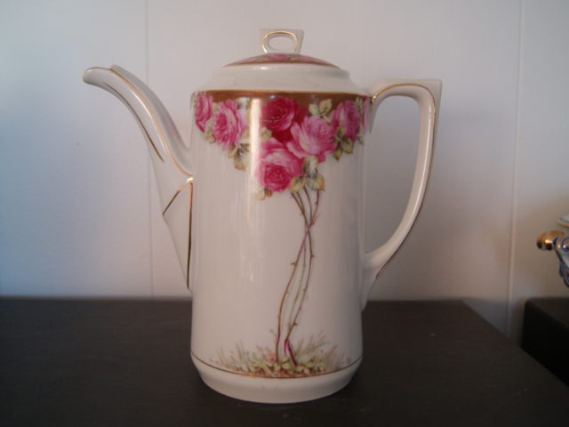 Waldenburg – Altwasser Coffee pot with beautiful Art Nouveau roses