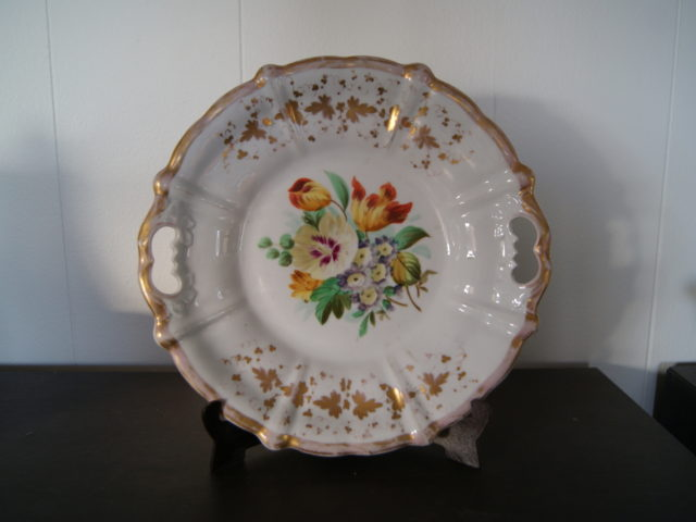 Waldenburg – Altwasser dish with bouquet, gold decor and relief