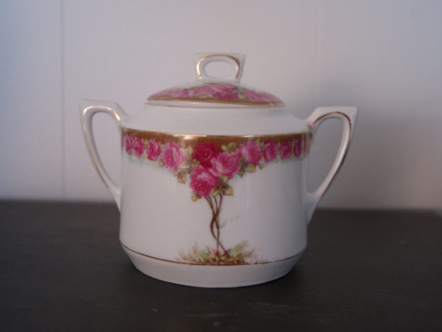 Waldenburg – Altwasser sugar bowl with beautiful Art Nouveau roses